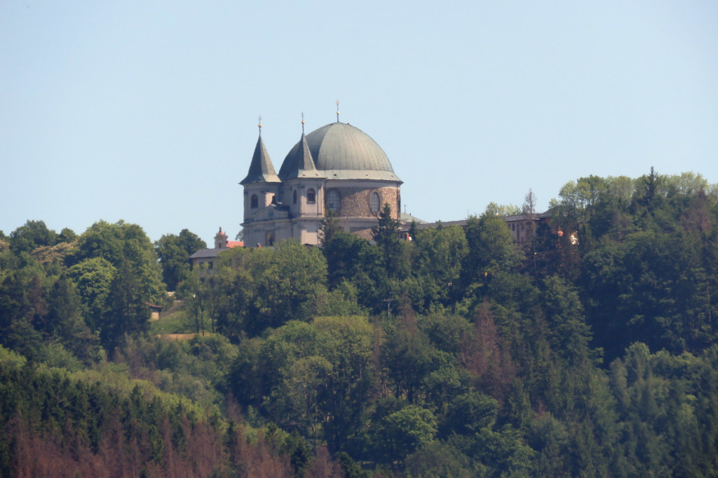 Hostýnská bazilika od Křídla dlouhým objektivem